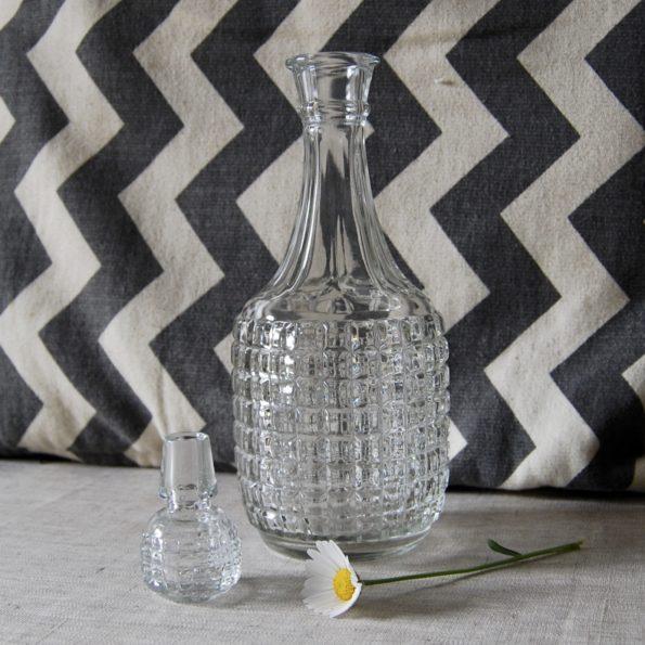 Ancienne carafe à wisky en verre taillé