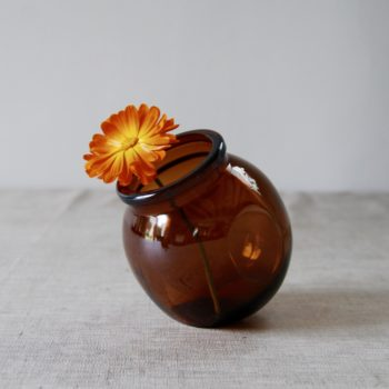 Pot en verre ambre Lever