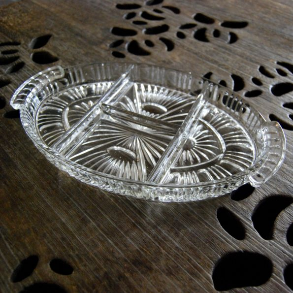 Ancien plat à compartiments en verre