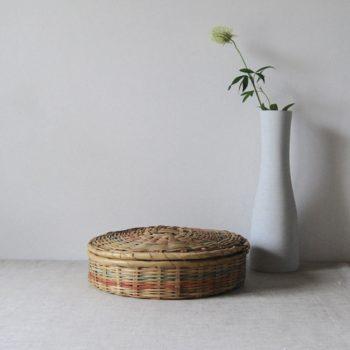 Ancienne boîte à couture en osier