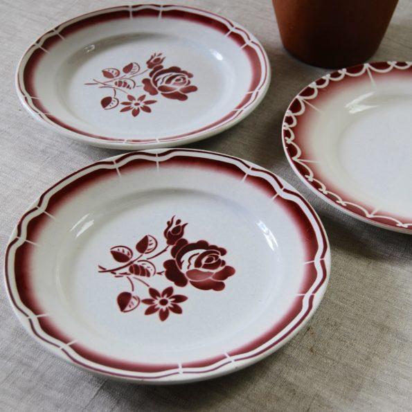 Lot de 3 assiettes dépareillées rouge Digoin Sarreguemines