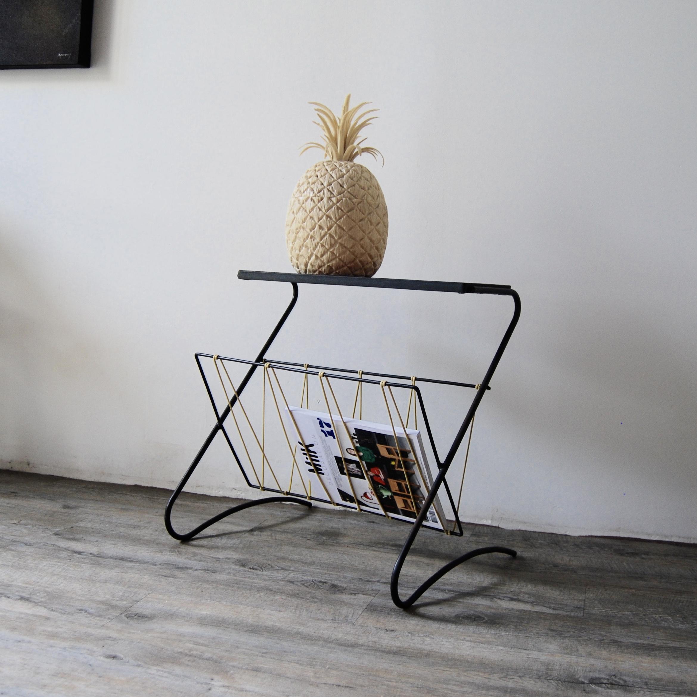 table porte revue scoubidou et c ramique vintage. Black Bedroom Furniture Sets. Home Design Ideas
