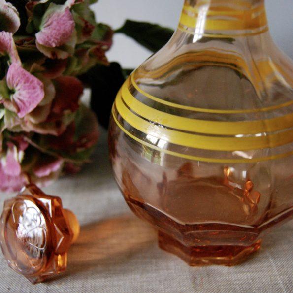 Carafe à liqueur rose vintage