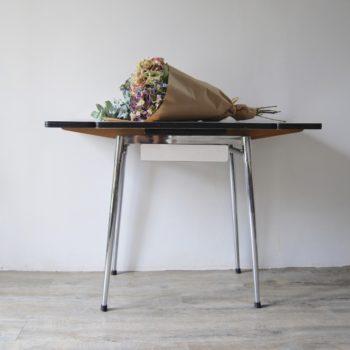 Table en formica crème