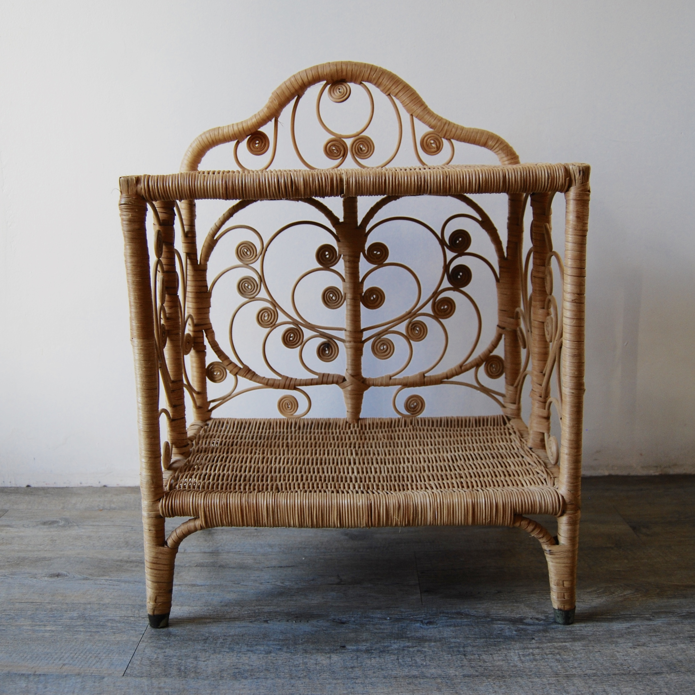 table chevet en rotin peacock brocante avenue. Black Bedroom Furniture Sets. Home Design Ideas