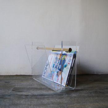 Porte revues en plexiglas