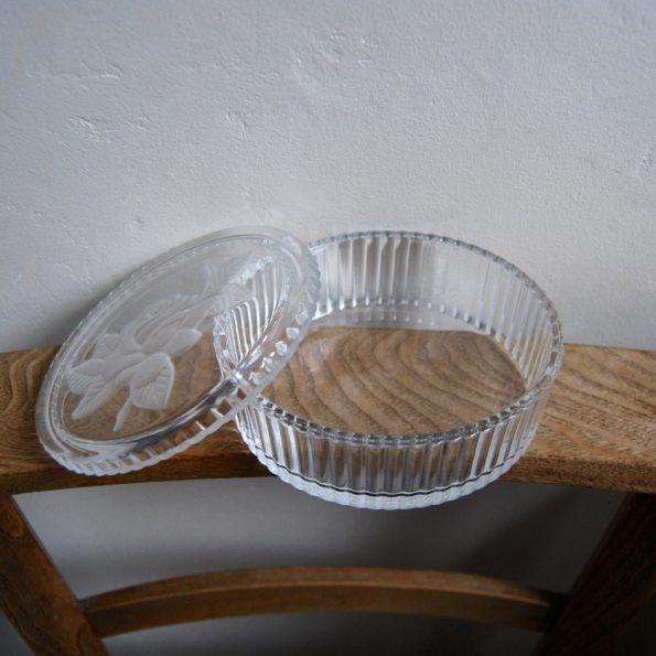 Ancienne boîte en verre dépoli