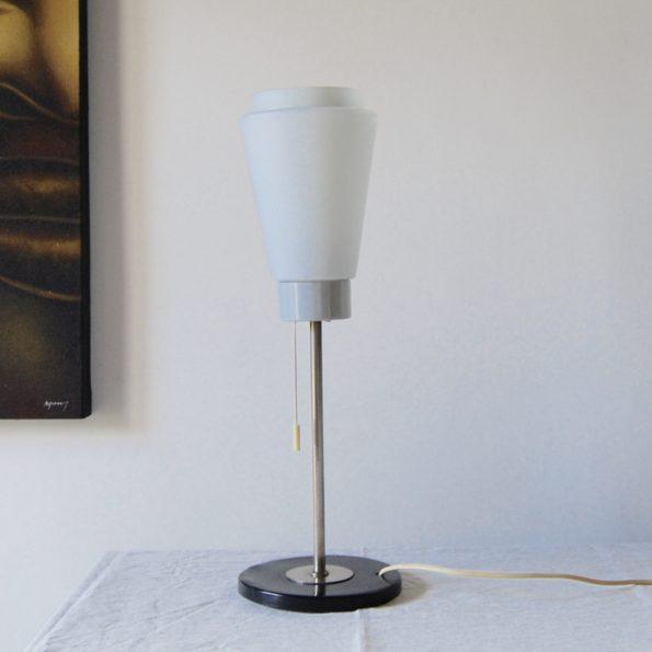 Lampe de table en métal et verre blanc dépoli