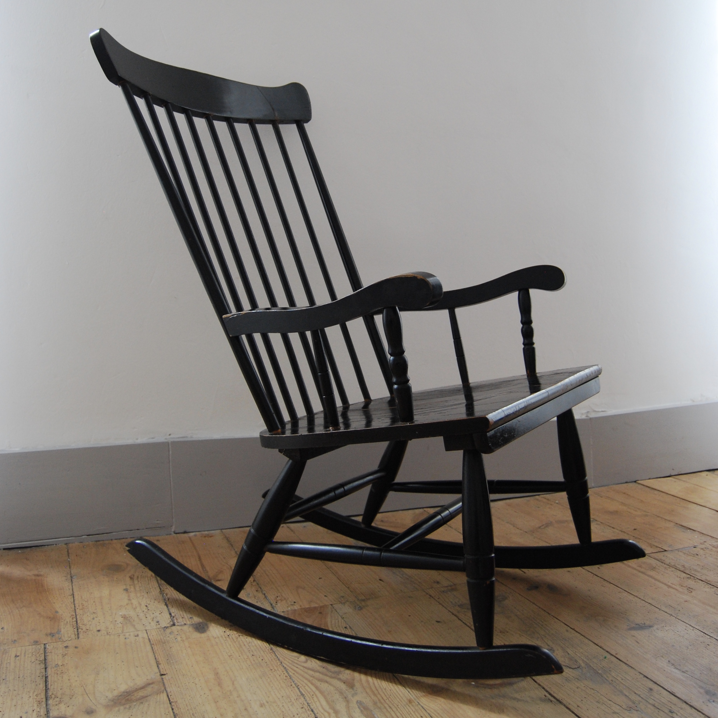 rocking chair noir en bois brocante avenue. Black Bedroom Furniture Sets. Home Design Ideas