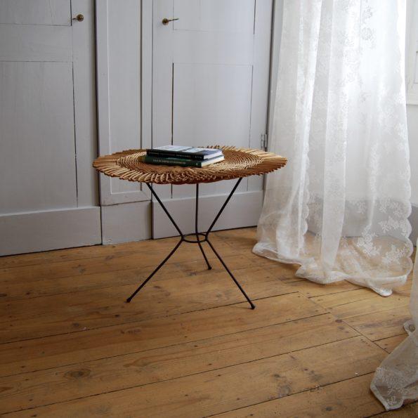 Table tripode en rotin