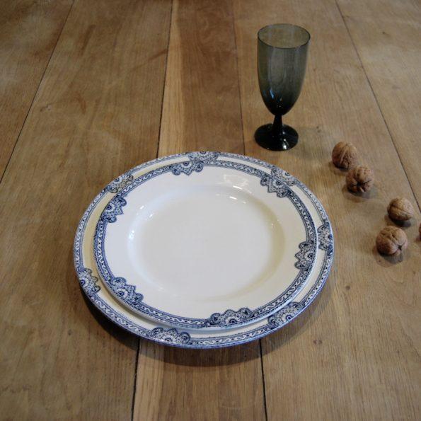 Assiettes plates et plat Jumièges Terre de Fer R&A Salins