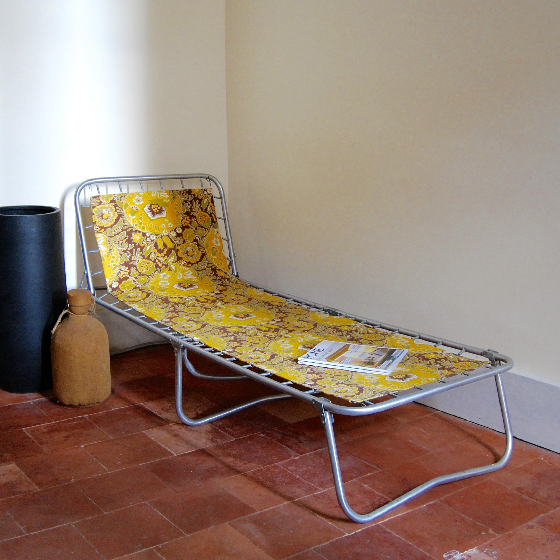 lit de camp vintage fleurs brocante avenue. Black Bedroom Furniture Sets. Home Design Ideas