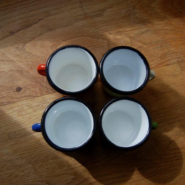 Tasses émaillées