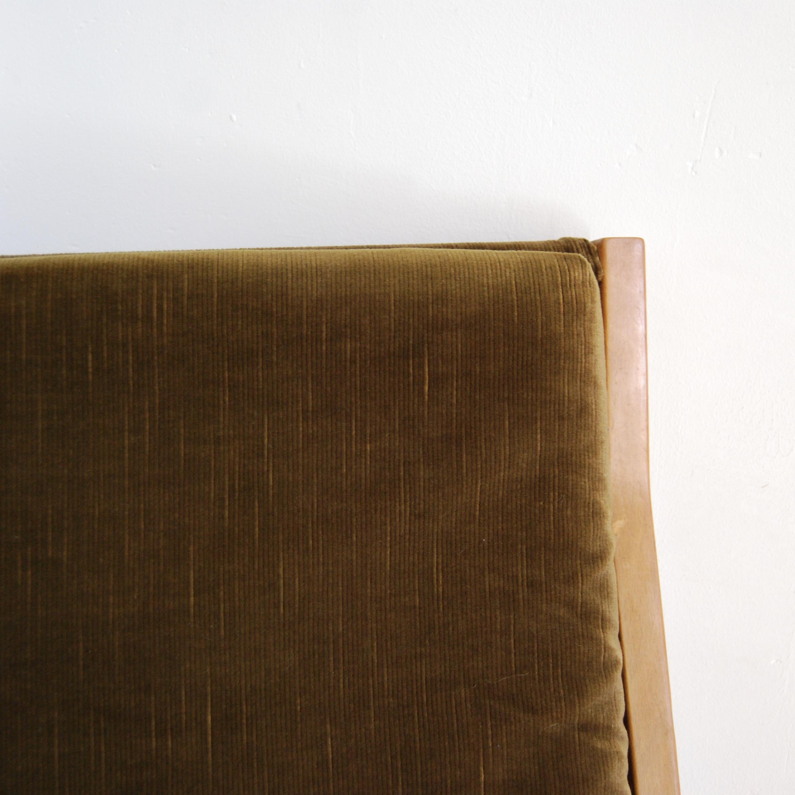 fauteuil scandinave vert kaki brocante avenue. Black Bedroom Furniture Sets. Home Design Ideas