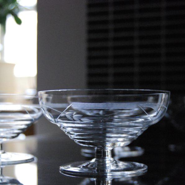 Coupes en verre ciselé
