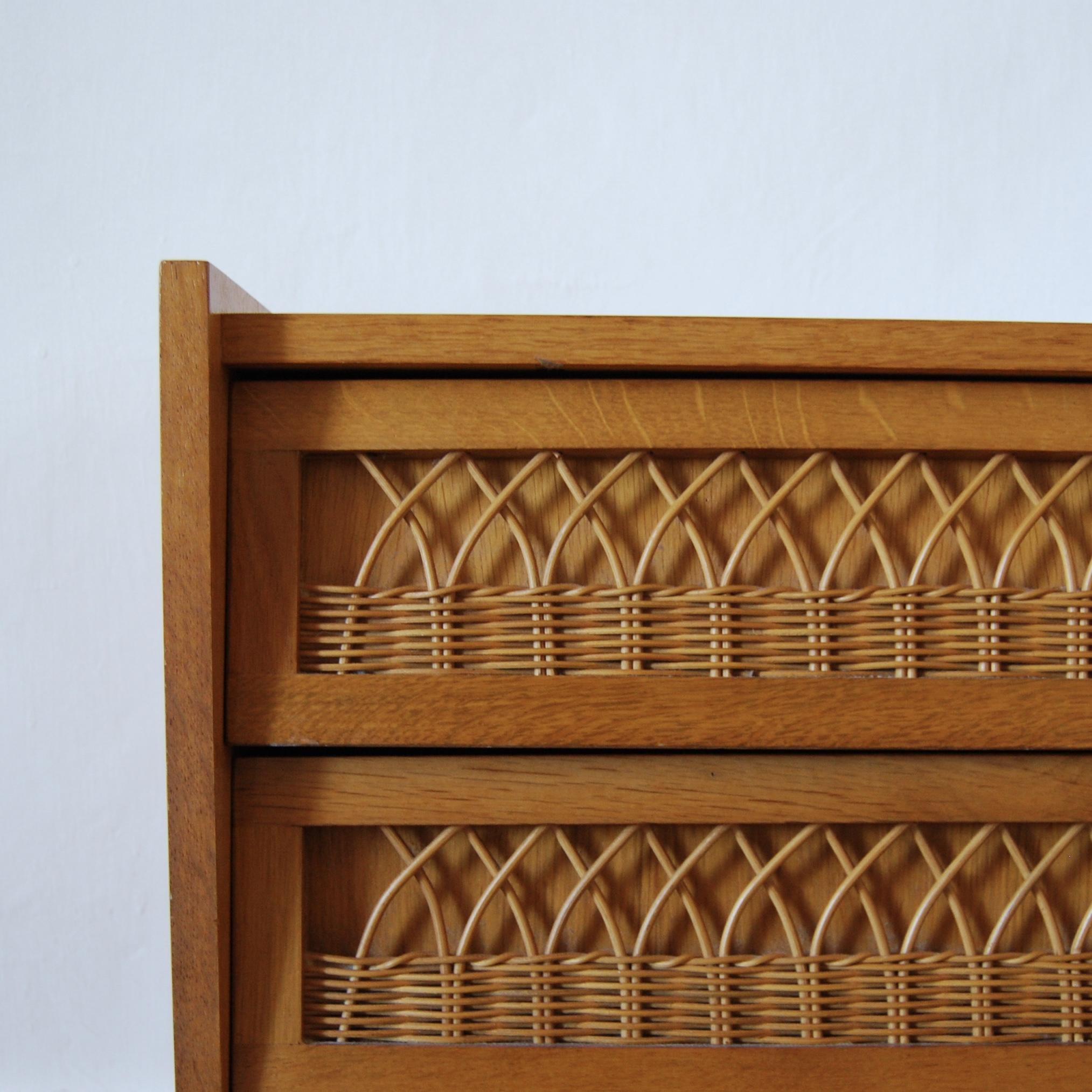 commode vintage bois et rotin brocante avenue. Black Bedroom Furniture Sets. Home Design Ideas