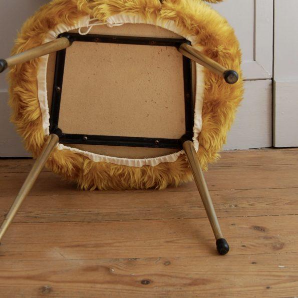 Chaise moumoute jaune