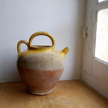 Pot à eau vernissé jaune
