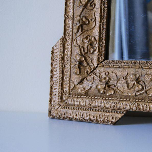 Miroir ancien en bois et stuc doré
