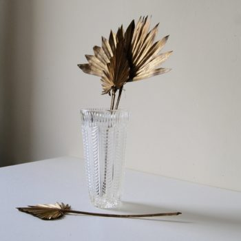 Ancien vase en verre ciselé