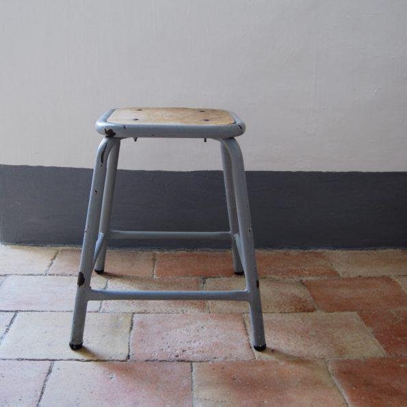 Tabouret d'école ou d'atelier en métal et bois style vintage et industriel