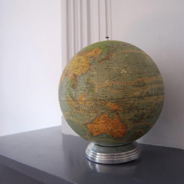 Globe terrestre lumineux Perrina en verre et papier