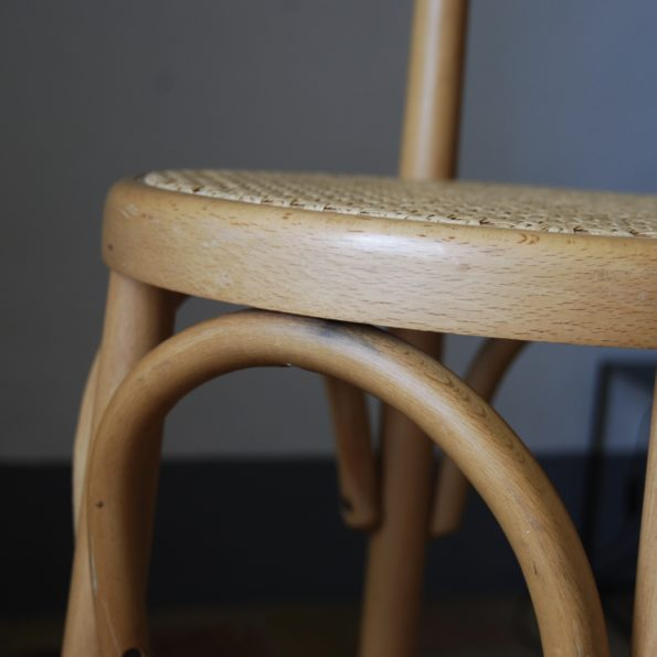 Ancien tabouret de bar en bois clair blond et cannage vintage