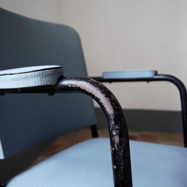Fauteuil de bureau vintage administratif ou industriel gris et métal noir