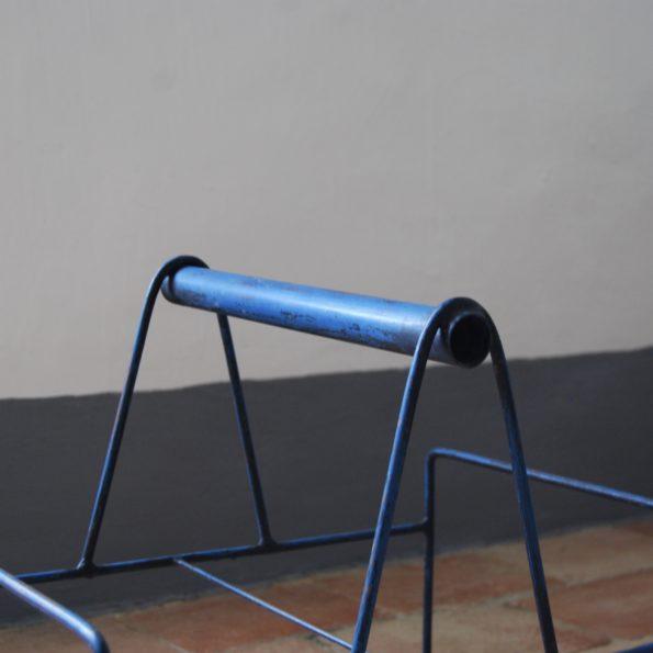 Panier vintage en métal bleu ou porte buches ou porte revues