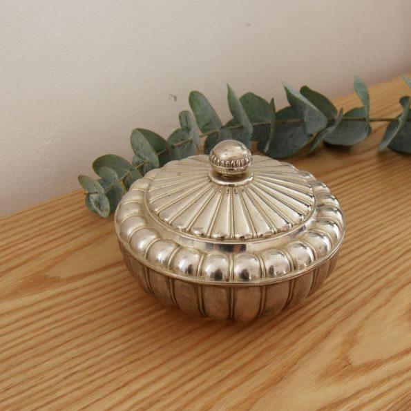 Boîte en métal argenté à bijoux ancienne vintage