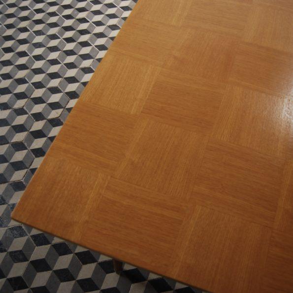 Table de salle à manger en bois style scandinave