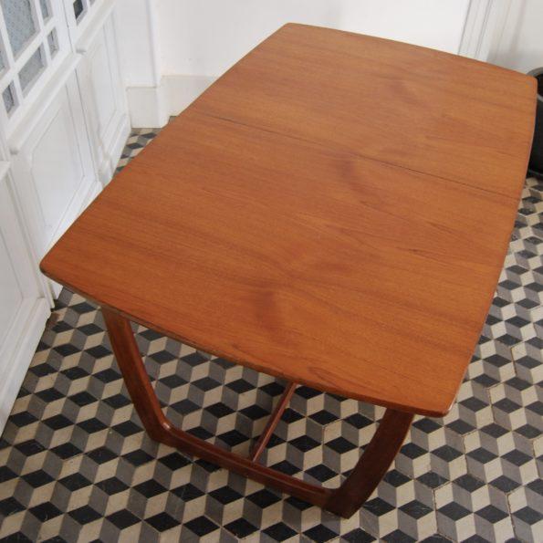 Table de salle à manger rectangulaire en bois teck scandinave