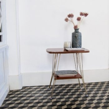 Table d'appoint en formica et pieds eiffel en laiton