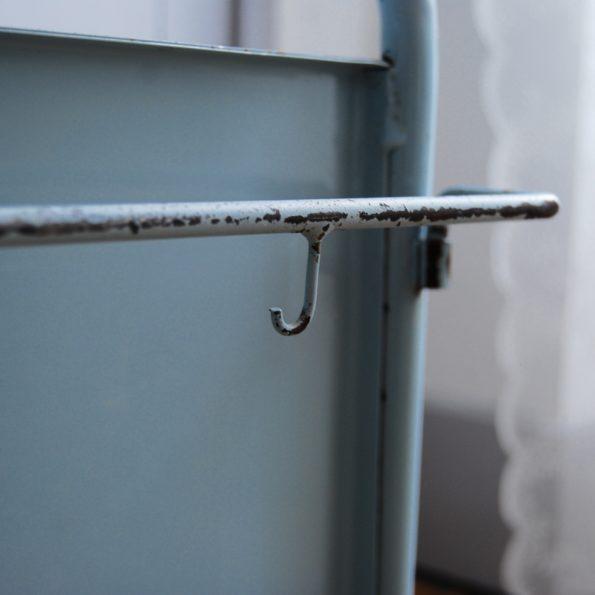 Chevet d'internant d'hôpital en métal industriel vintage