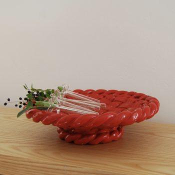 Coupe sur pied en barbotine tressée rouge Vallauris
