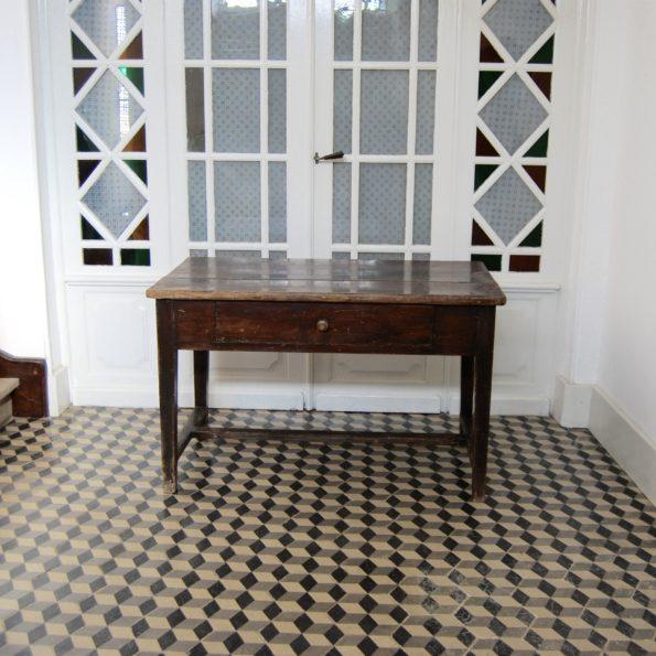 Table de ferme bois foncé avec tiroir