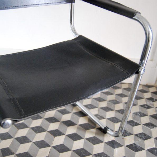 Fauteuil vintage en chrome et simili cuir noir style B34 Marcel Breuer