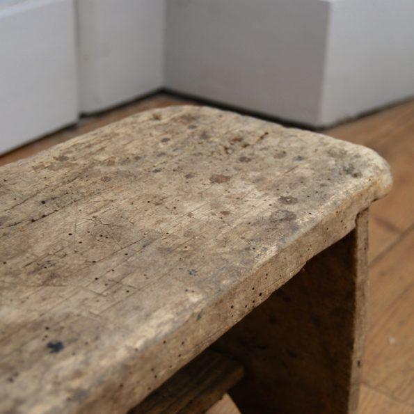 Tabouret de ferme ancien en bois