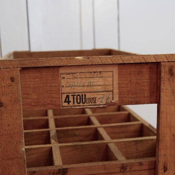 Ancien casier à bouteilles en bois vintage campagne