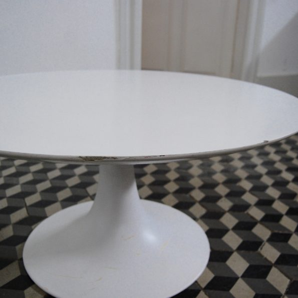 Table basse pied tulipe Grosfillex made in france Eero Saarinen pour Knoll