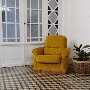 Fauteuil crapaud vintage jaune
