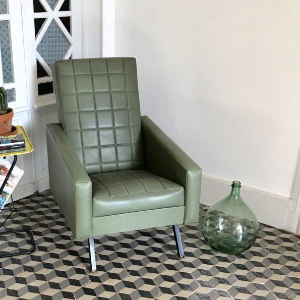 Fauteuil vintage en skaï vert