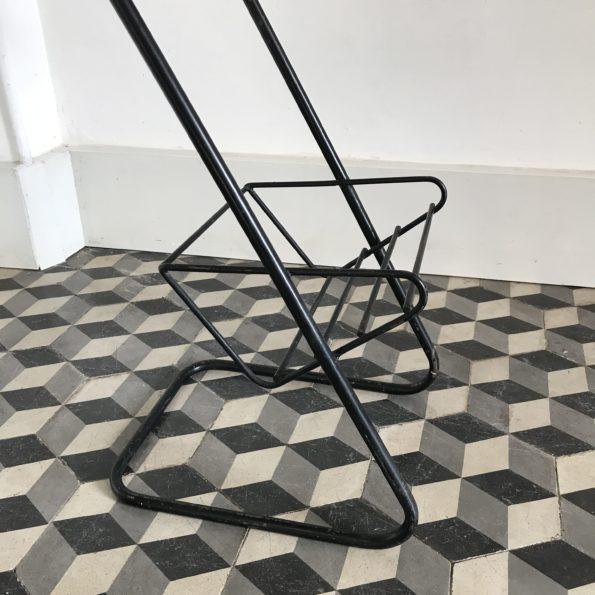 Table d'appoint chevet porte revues métal jaune et noir style Mathieu Matégot