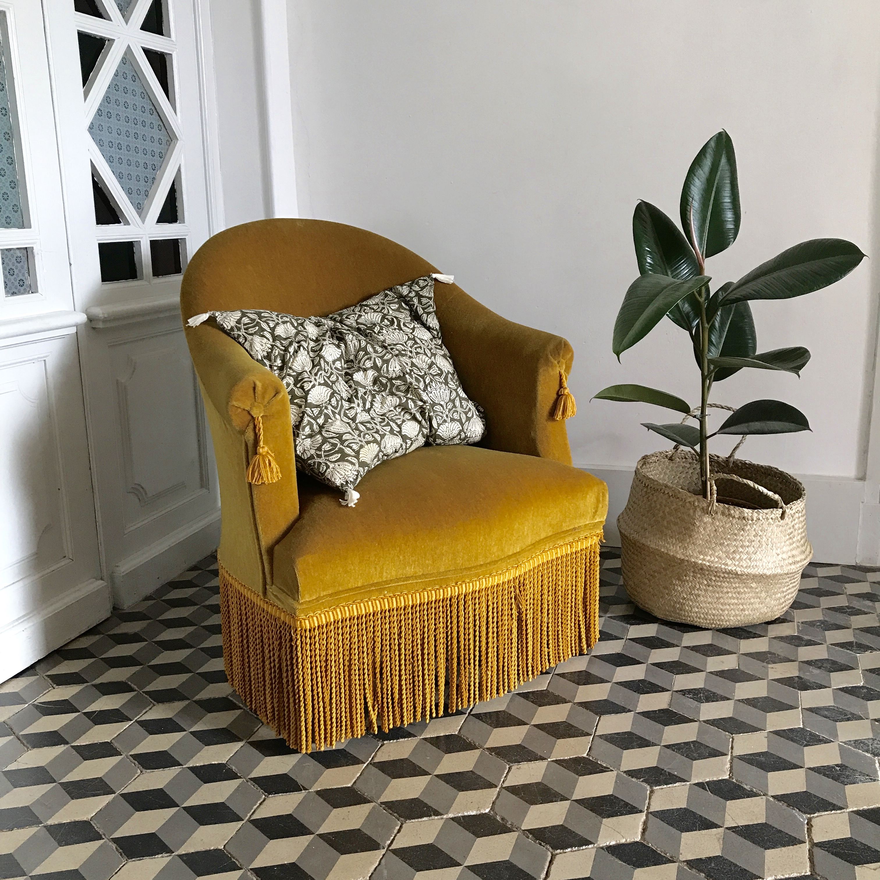 Fauteuil crapaud jaune ocre