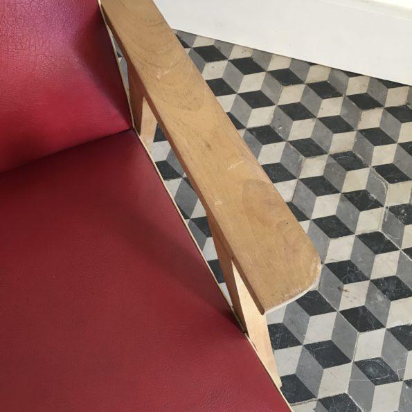 Fauteuil skaï rouge et bois