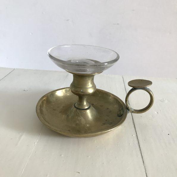 Bougeoir ancien à main en laiton disque en verre