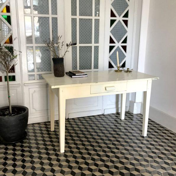 Table ancienne blanche en bois vintage