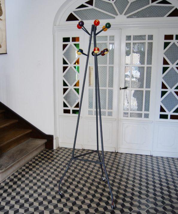 Porte manteau perroquet vintage boules billard multicolores métal tripode