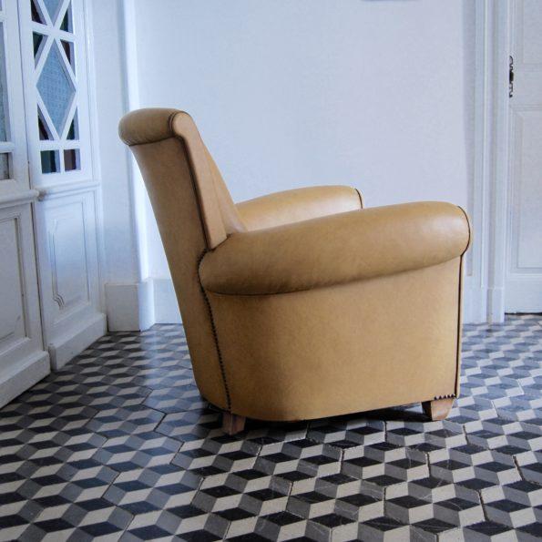 Fauteuil club Art Déco simili cuir beige