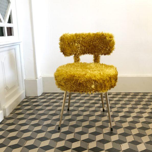 Chaise moumoute vintage Pelfran jaune